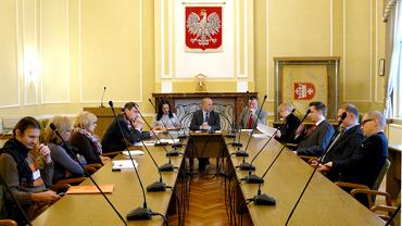 W tej sali Urzędu Miasta w Starogardzie Gdańskim zorganizowano szkolenia członków komisji. Tu też odbywają się sesje rady miasta.