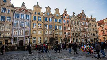 Kamienice w Gdańsku przy ul. Długi Targ 1-10, luty 2020 r.