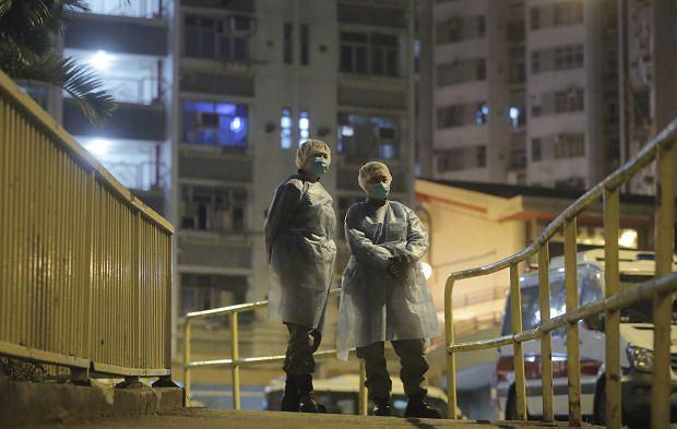Koronawirus. Ewakuacja bloku w Hongkongu