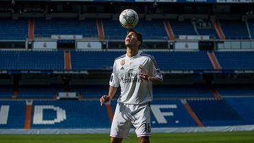 W poniedziałek Real Madryt zaprezentował na Santiago Bernabeu swój najnowszy nabytek - piłkę głową podbija przed tłumem wiwatujących kibiców Brazylijczyk <b>Lucas Silva</b>. Nie wiadomo, ile Real zapłacił Cruzeiro za wychowanka klubu - media najczęściej podają kwotę 14 mln euro