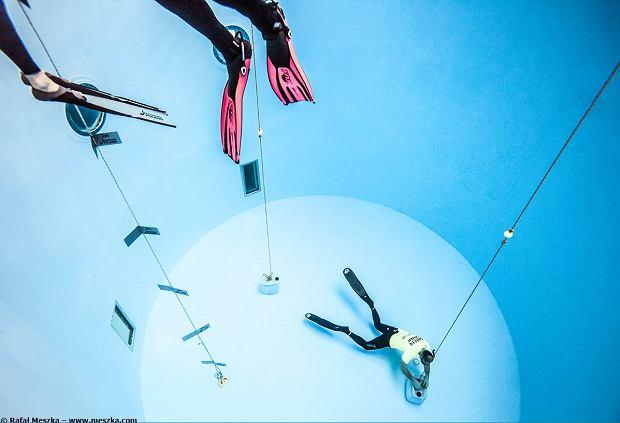 Basenowe zawody we freedivingu