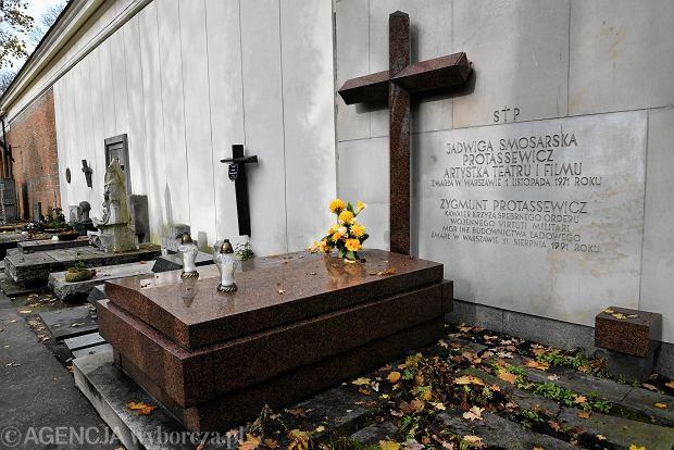 Zdjęcie numer 12 w galerii - Wszystkich Świętych. Tu spoczywa Władysław Reymont i Wojciech Młynarski. Groby w Alei Zasłużonych na Starych Powązkach [ZDJĘCIA]