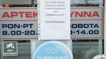 2.03.2020, Poznań, informacja o braku maseczek i żeli antybakteryjnych na jednej z aptek.