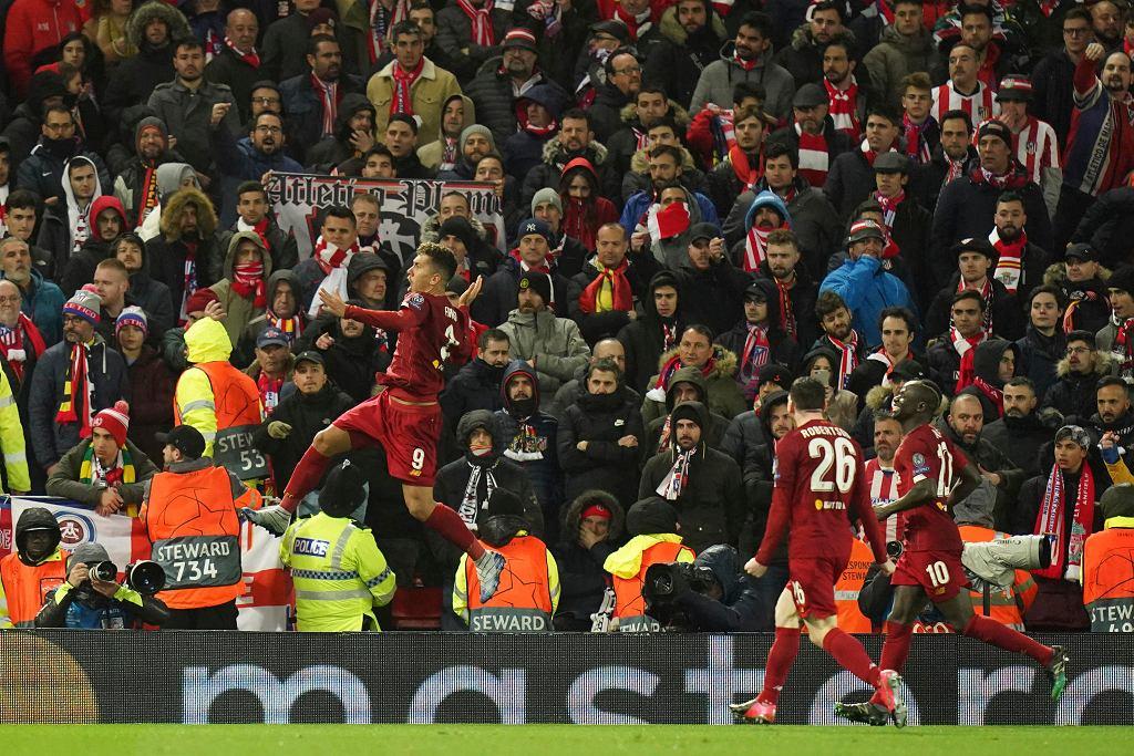 Roberto Firmino świętuje gola dla Liverpoolu