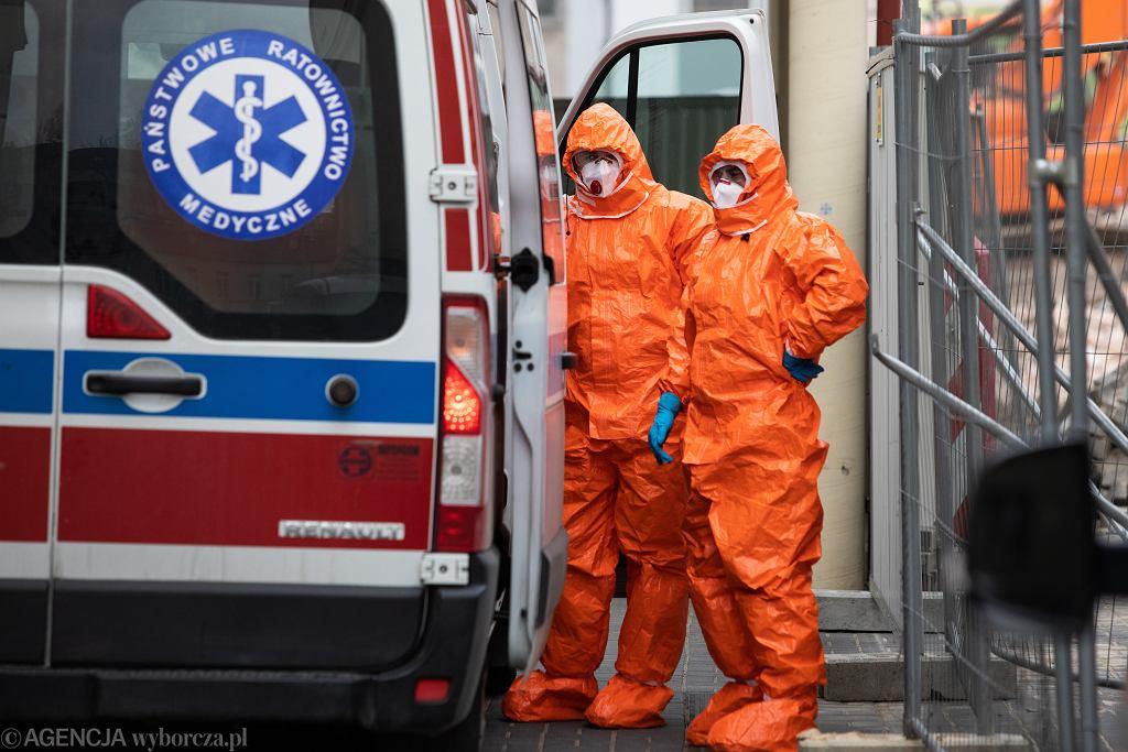 Koronawirus. Zakażoną 60-latkę transportowano od szpitala do szpitala (zdjęcie ilustracyjne)