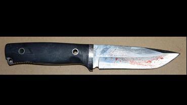 Małopolska. 19-latek uzbrojony w cztery noże i toporek zaatakował policjanta