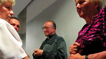 Proces księdza Michała M. z Tylawy skazanego za molestowanie dziewczynek, sąd w Krośnie, 2004 r.
