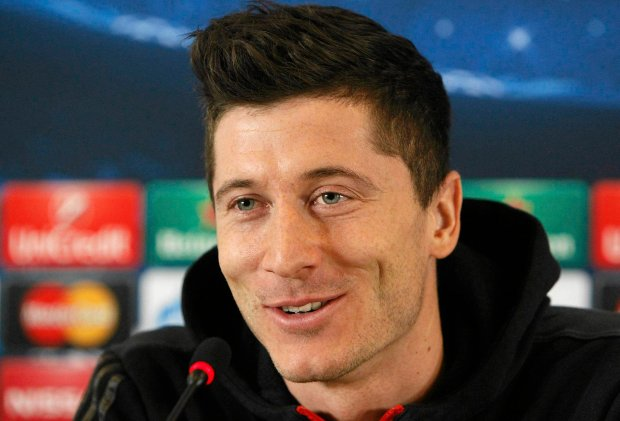 Bayern Munich's Robert Lewandowski speaks during a news conference in Lviv February 16, 2015. Bayern Munich will play against Shakhtar Donetskin their Champions League round of 16 first leg on Tuesday. REUTERS/Valentyn Ogirenko (UKRAINE - Tags: SPORT SOCCER) SLOWA KLUCZOWE: :rel:d:bm:GF2EB2G1FPK01 NONE