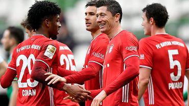 Robert Lewandowski świętuje gola dla Bayernu