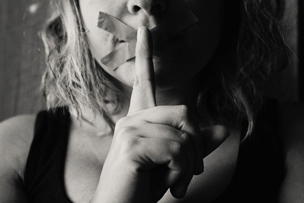 Wszelkie sytuacje, gdy dziecko czuje się zdezorientowane i głęboko zawstydzone, określa się molestowaniem seksualnym dzieci