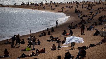 Hiszpania, plaża w Barcelonie, 14 marca 2021 r.