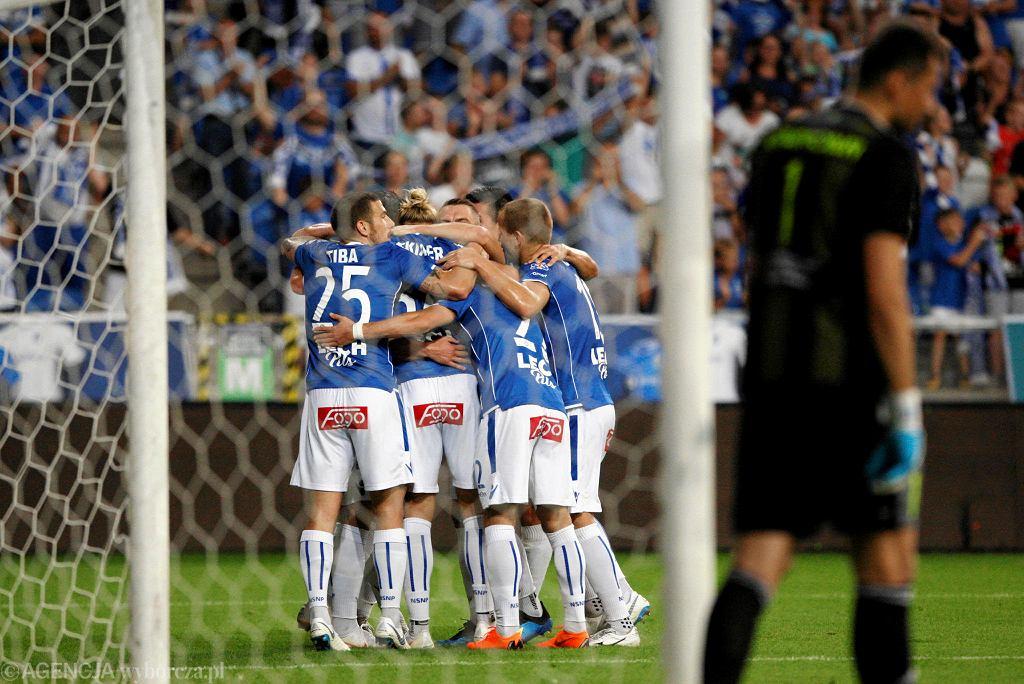 Lech Poznań - Szachcior Soligorsk 3:1. Radość piłkarzy Lecha po golu Christiana Gytkjaera