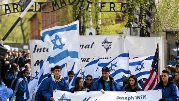 Marsz Żywych w byłym obozie Auschwitz-Birkenau