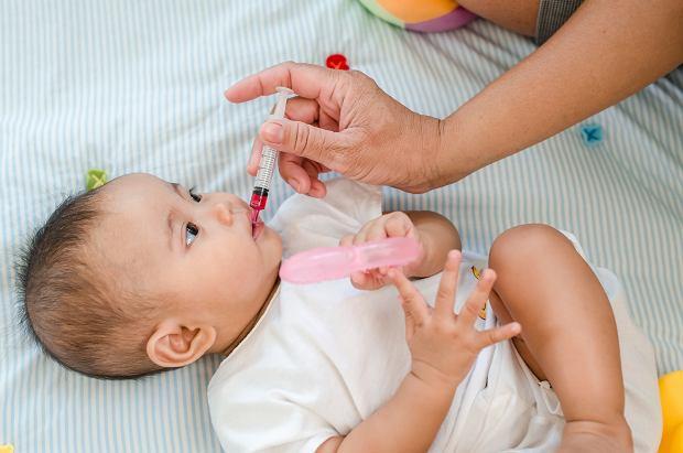 Twój maluch dość często przyjmuje antybiotyki? Sprawdź, jak poprawić jego odporność!