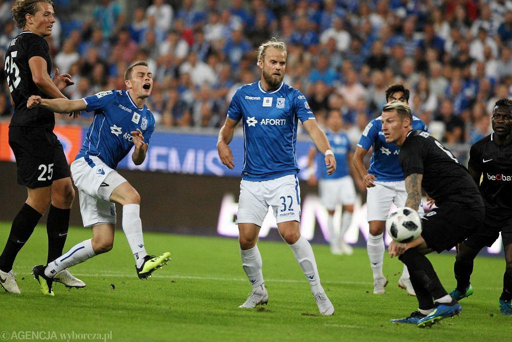 Maciej Gajos i Christian Gytkjaer podczas meczu Lech Poznań - KRC Genk