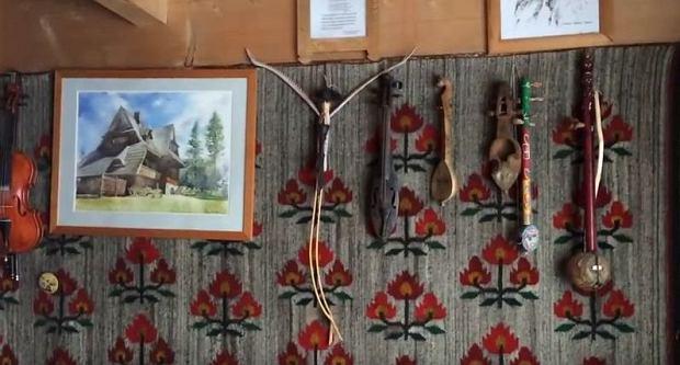 Zdjęcie numer 28 w galerii - Stanisław Karpiel-Bułecka pokazał, jak mieszka. Piękna góralska chata! A jej wnętrze? Istna perełka