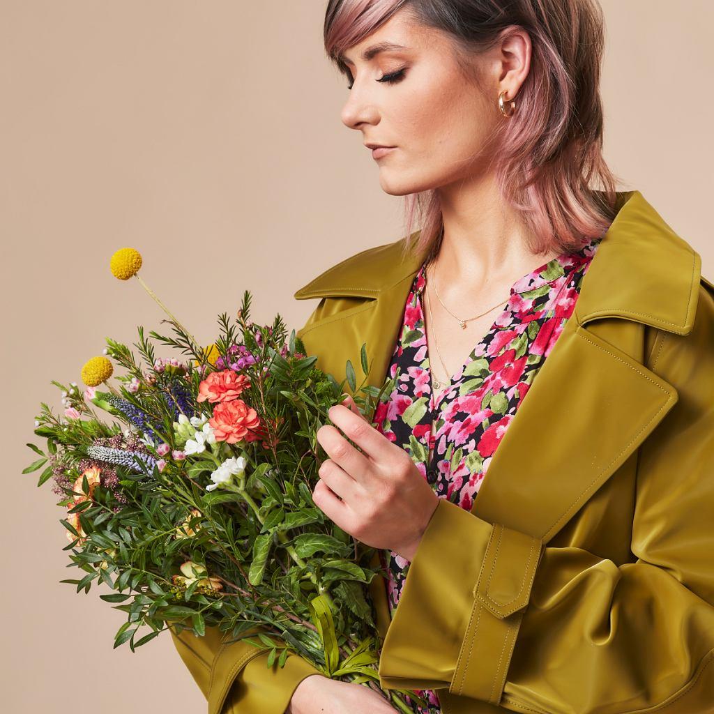 Stylizacja z sukienką w kwiaty