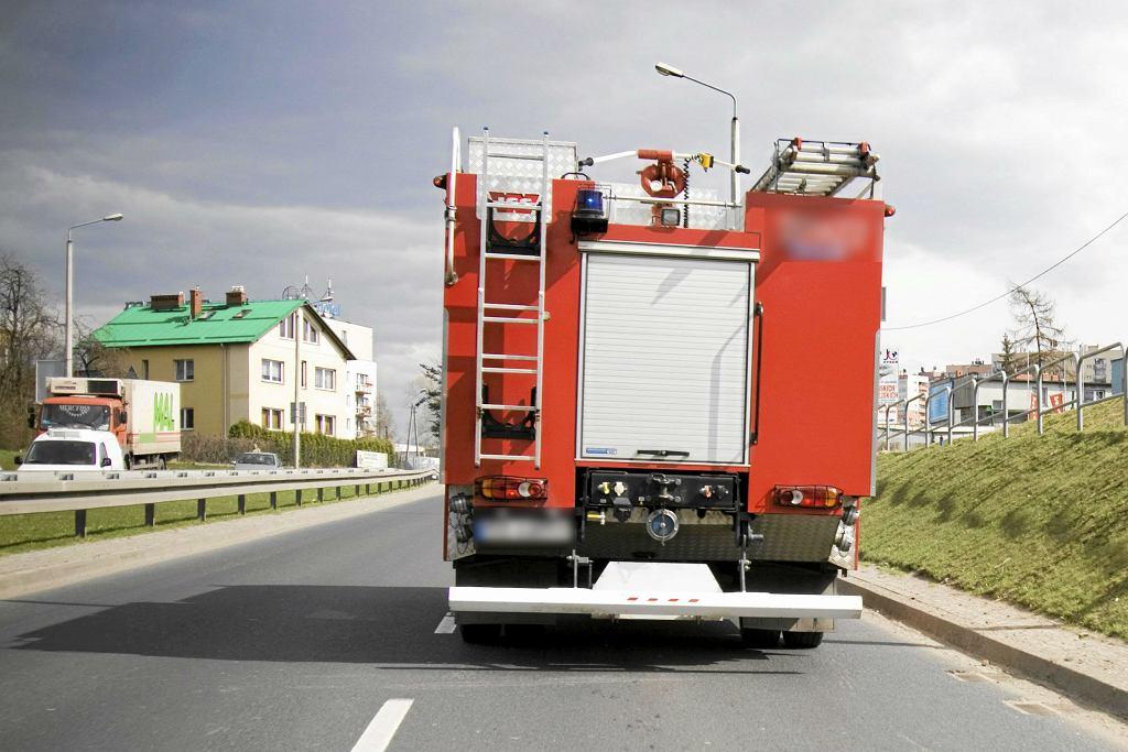 Mroków. Wóz strażacki przejechał mężczyznę