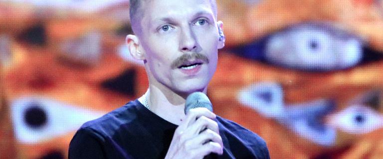 Igor Herbut wkrótce zostanie ojcem. Partnerka piosenkarza jest starsza od niego o osiem lat. Teraz pochwalili się ciążową sesją