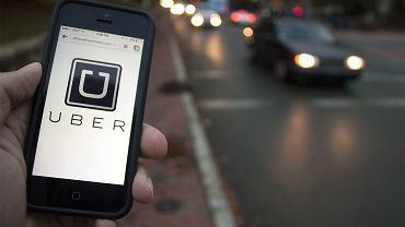 """Uber będzie """"podsłuchiwać"""" pasażerów i kierowców podczas podróży. Firma tłumaczy, że chodzi o bezpieczeństwo"""