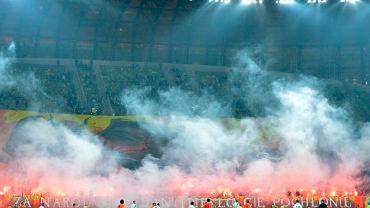 Race odpalone przez kibiców Lechii podczas meczu z Zagłębiem