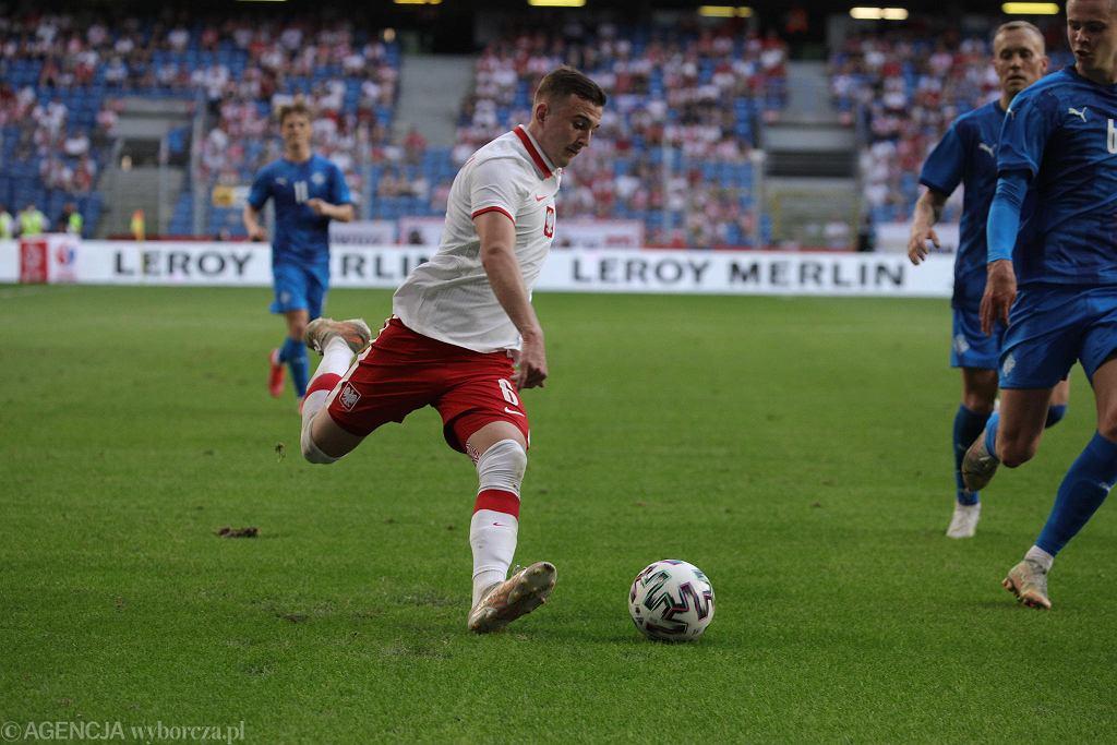 Kacper Kozłowski w meczu z Islandią, zdaniem trenera Paulo Sousy, przesunął grę reprezentacji Polski do przodu