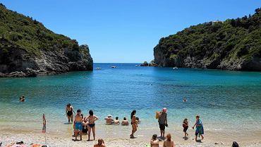 Grecja, wyspa Korfu . Plaża w miejscowości Paleokastritsa