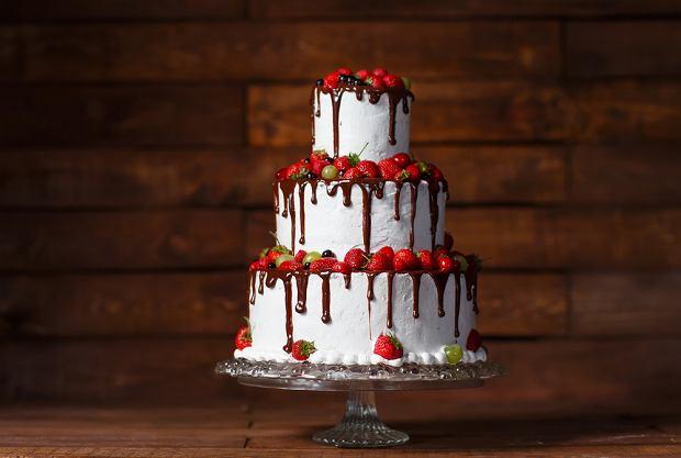 Tort truskawkowy na przyjęcie urodzinowe. Sprawdź prosty przepis