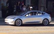 Tesla Model 3 na ulicy