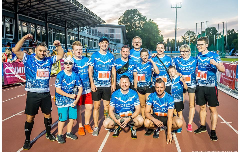 Miłośnicy biegania z Chorzowa. Na pierwszym planie Szymon Michałek