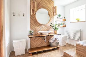 Stare drewno w łazience