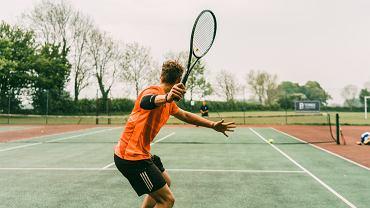 Dlaczego warto wybrać się na trening tenisa?
