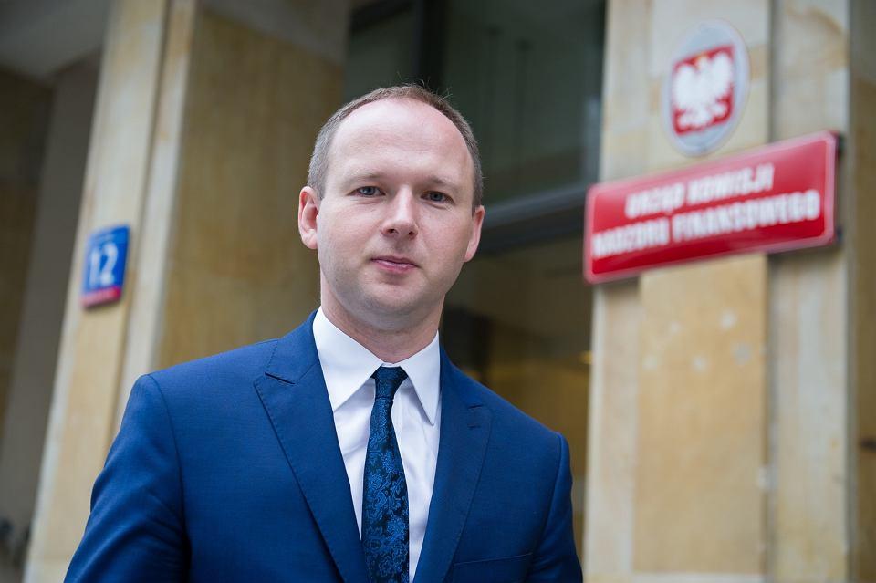 Były już przewodniczący Komisji Nadzoru Finansowego Marek Chrzanowski przed siedziba instytucji. Warszawa, 23 czerwca 2017