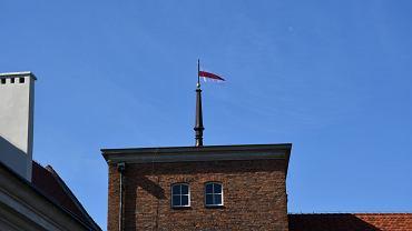 Flaga białoruska na Muzeum Piastów Śląskich w Brzegu
