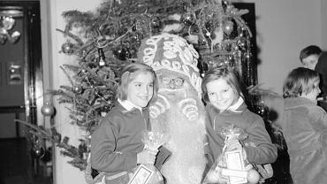 Choinkowa zabawa dla dzieci w Biurze Gastronomii Warszawskiej Spółdzielni Spożywców 'Społem' w Warszawie, lata 1967 - 1973