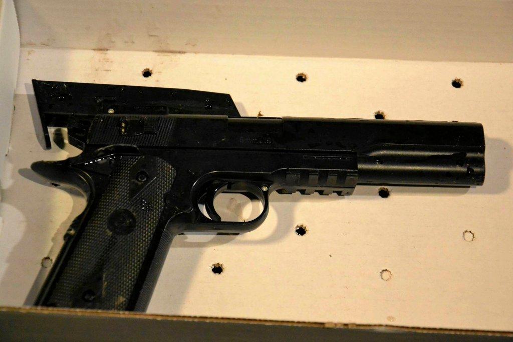 Replika broni ASG, którą miał przy sobie Tamir Rice