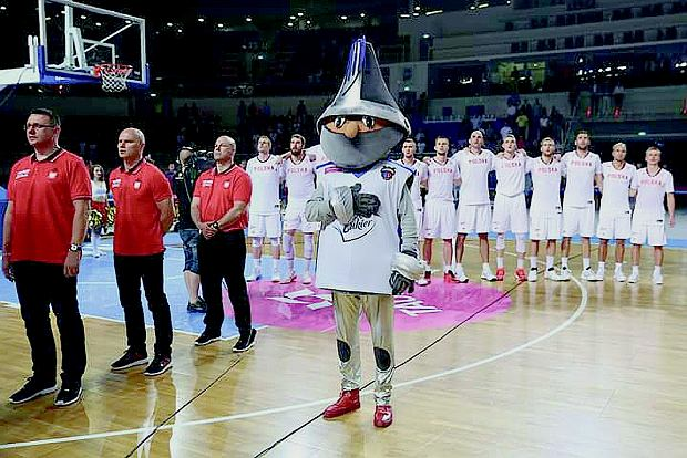 Rycerz Piernisław przed rozpoczęciem meczu