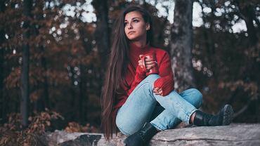 jesienny sweter, zdjęcie ilustracyjne