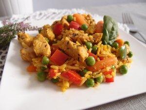 Słodko-pikantny indyk z ryżem i warzywami