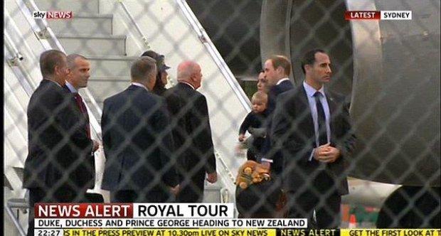 Księżna Kate i książę William z księciem Geogrem