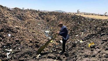 Katastrofa etiopskiego Boeinga. Na zdjęciu szef Ethiopian Airlines Tewolde Gebremariam na miejscu upadku maszyny, ok 60 km od stolicy Addis Adeby. Etiopia, 10 marca 2019