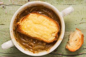 Jak zrobić zupę cebulową? Prosty przepis na pyszne, aromatyczne danie na chłodne dni