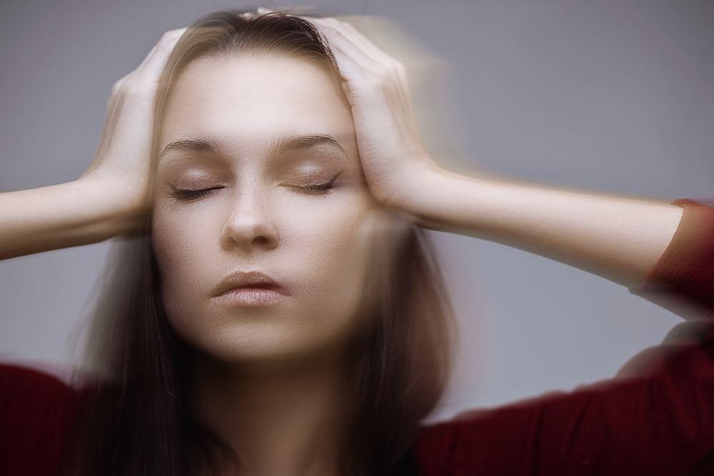 Zapalenie błędnika - chorzy bardzo często skarżą się na zawroty głowy i szumy uszne o bardzo różnym natężeniu