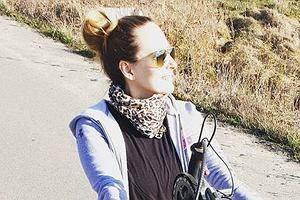 Monika Kuszyńska na rowerze