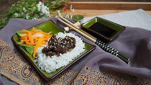 Wołowina po japońsku z ryżem