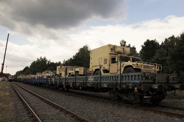 Transport sprzętu brygady pancernej przybywający do Żagania