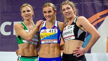 Najlepsze zawodniczki finału 400 metrów, podczas lekkoatletycznych halowych mistrzostw Polski seniorek 2021 w Toruniu. Pierwsza z prawej, srebrna medalistka Kornelia Lesiewicz z AZS AWF Gorzów