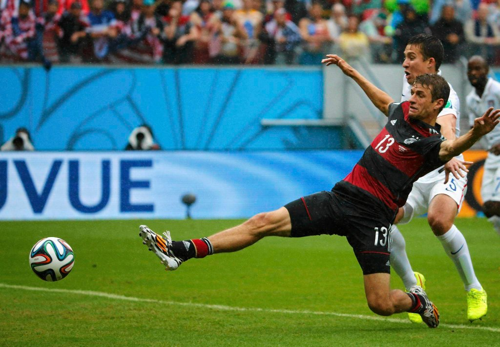 Thomas Mueller, gracz Bayernu Monachium, próbuje zdobyć swojego czwartego gola w meczu z USA