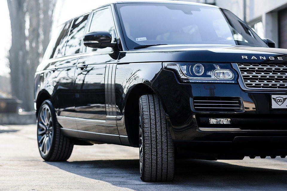 Land Rover Auto z napędem na 2 osie i mocnym silnikiem