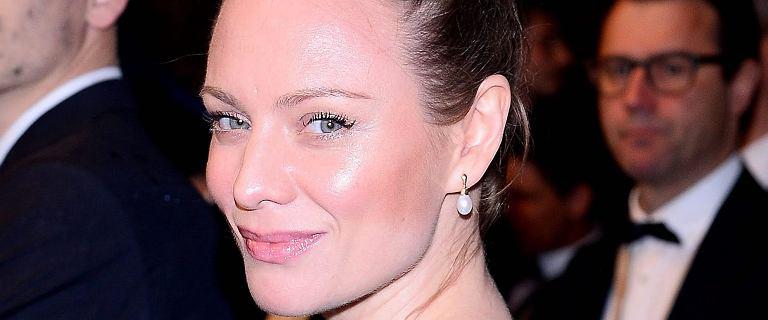 Magdalena Boczarska zadaje szyku na czerwonym dywanie w Cannes. KLASA